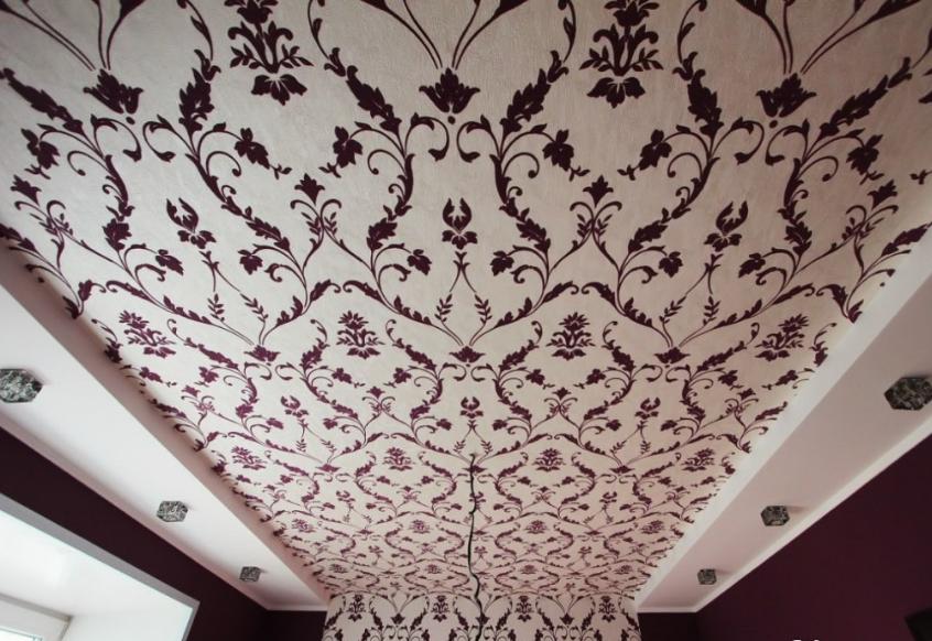 Обои на потолке — этапы оклейки
